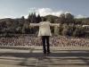 Gianni Morandi regala alle comparse un'esibizione live